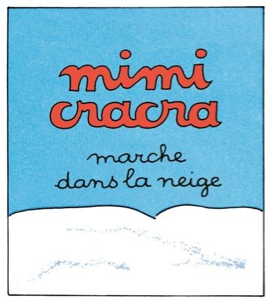 Mimi Cracra marche dans la neige |